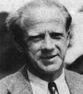 Porträt von Werner Heisenberg lächelnd