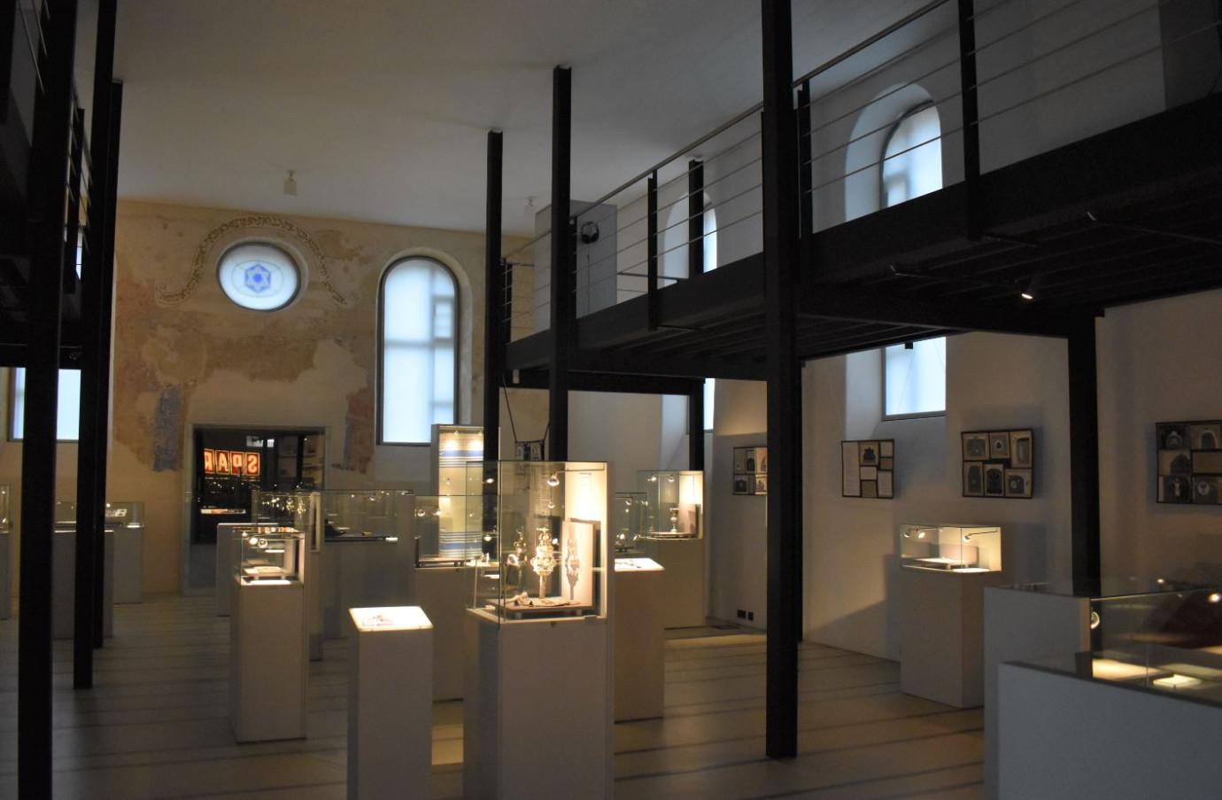 Ausstellung in der hemaligen Synagoge Innenansicht