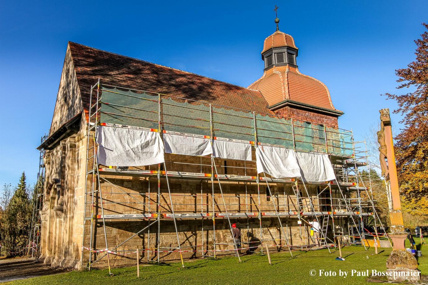 Ansicht auf die eingerüstete Weilerkirche bei den Renovierungarbeiten 2008 bis 2010