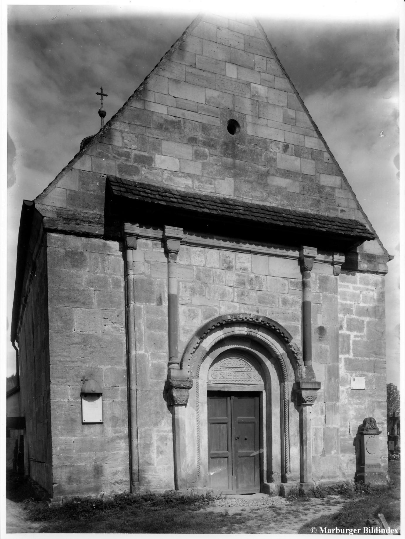 Dächle über dem Portal, angebracht 1710