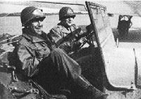 Samuel Goudsmit und Marinus Goepel im Jeep